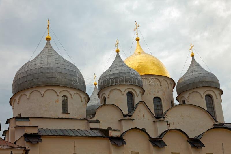 Καθεδρικός ναός του ST Sophia σε Veliky Novgorod, Ρωσία Ηλιοφώτιστοι θόλοι εκκλησιών στοκ φωτογραφίες με δικαίωμα ελεύθερης χρήσης