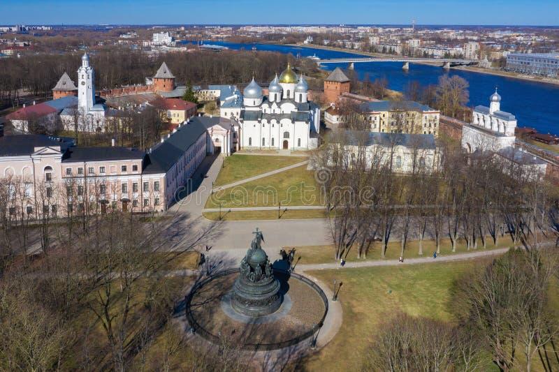 Καθεδρικός ναός του ST Sophia στο Κρεμλίνο Veliky Novgorod στην ηλιόλουστη αεροφωτογραφία ημέρας r στοκ εικόνες με δικαίωμα ελεύθερης χρήσης