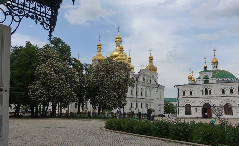 Καθεδρικός ναός υπόθεσης και η Refectory εκκλησία Κίεβο-Pechersk Lavra στοκ φωτογραφία με δικαίωμα ελεύθερης χρήσης