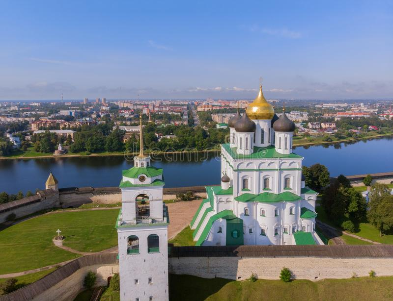Καθεδρικός ναός Pskov Κρεμλίνο, πόλη Ρωσία τριάδας του Pskov στοκ φωτογραφία
