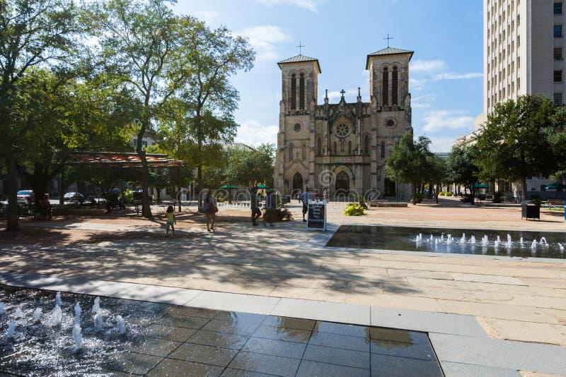 Καθεδρικός ναός SAN Fernando σε κύριο Plaza δίπλα στον περίπατο ποταμών στο SAN Α στοκ εικόνες