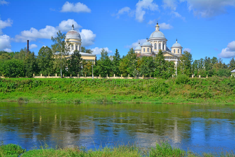 Καθεδρικός ναός μεταμόρφωσης και εκκλησία vkhodo-Iyerusalimsky στην πόλη Torzhok στοκ εικόνες