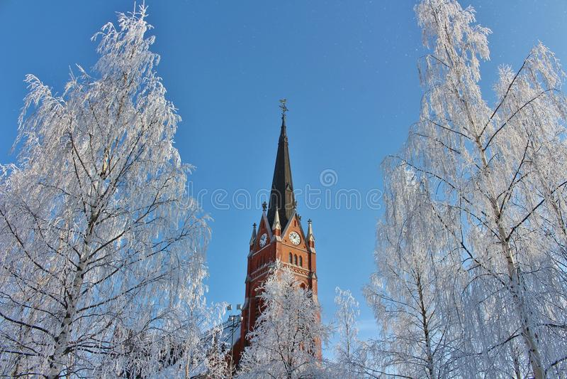 Καθεδρικός ναός σε LuleÃ¥ στο χειμερινό τοπίο στοκ εικόνες