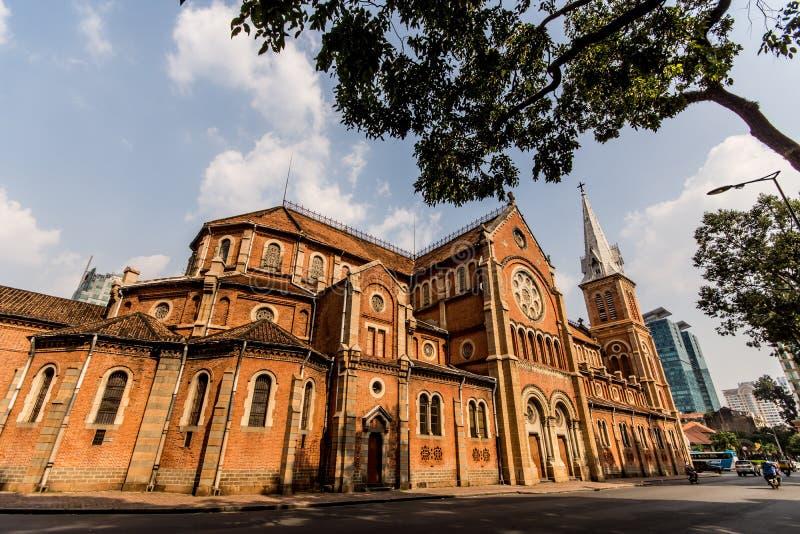 Καθεδρικός ναός της Notre-Dame Saigon Chi Ho minh στην πόλη στοκ φωτογραφίες με δικαίωμα ελεύθερης χρήσης