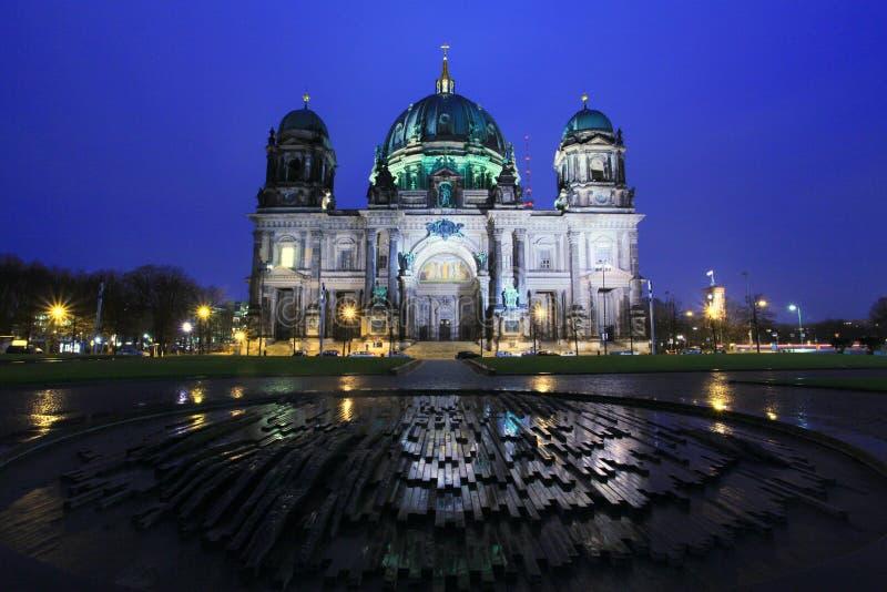 Καθεδρικός ναός του Βερολίνου στο χρόνο λυκόφατος, Γερμανία στοκ φωτογραφίες