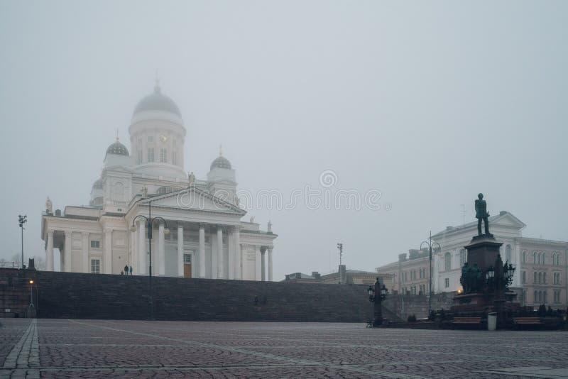Καθεδρικός ναός του Ελσίνκι και άγαλμα του αυτοκράτορα Αλέξανδρος ΙΙ, Φινλανδία στοκ εικόνες