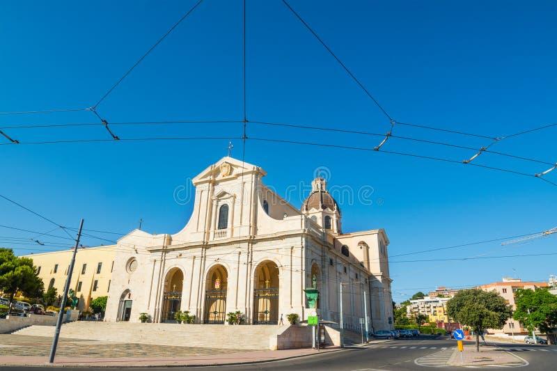 Καθεδρικός ναός Bonaria κάτω από έναν μπλε ουρανό στοκ εικόνες