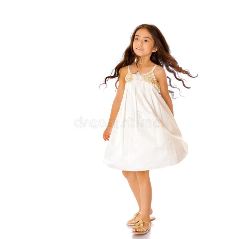 Καθιερώνον τη μόδα ασιατικό μικρό κορίτσι στην πλήρη αύξηση στοκ εικόνα με δικαίωμα ελεύθερης χρήσης