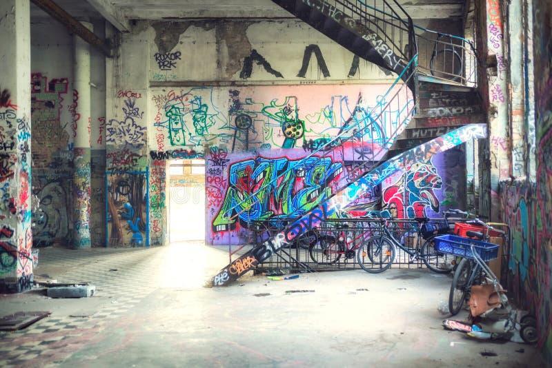 Καθισμένο οκλαδόν κτήριο στο Βερολίνο στοκ φωτογραφία με δικαίωμα ελεύθερης χρήσης