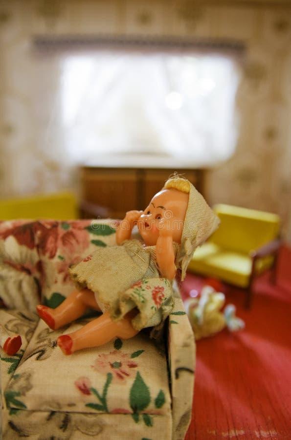 καθιστικό κουκλών dollhouse στοκ εικόνα