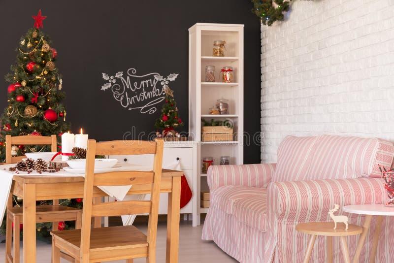 Καθιστικό στο ντεκόρ Χριστουγέννων στοκ εικόνες