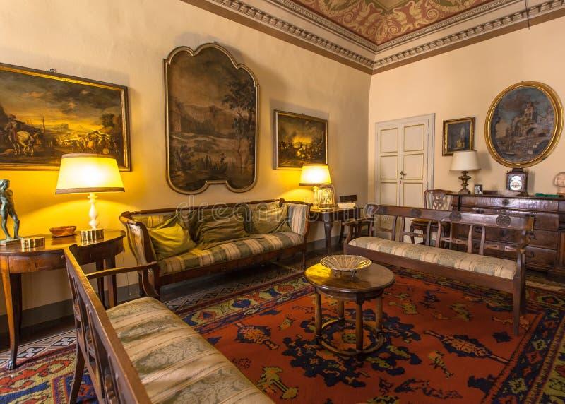 Καθιστικό ύφους της Ιταλίας, ιστορικό Τοσκάνη σε ένα μουσείο σε Volterr στοκ φωτογραφίες με δικαίωμα ελεύθερης χρήσης
