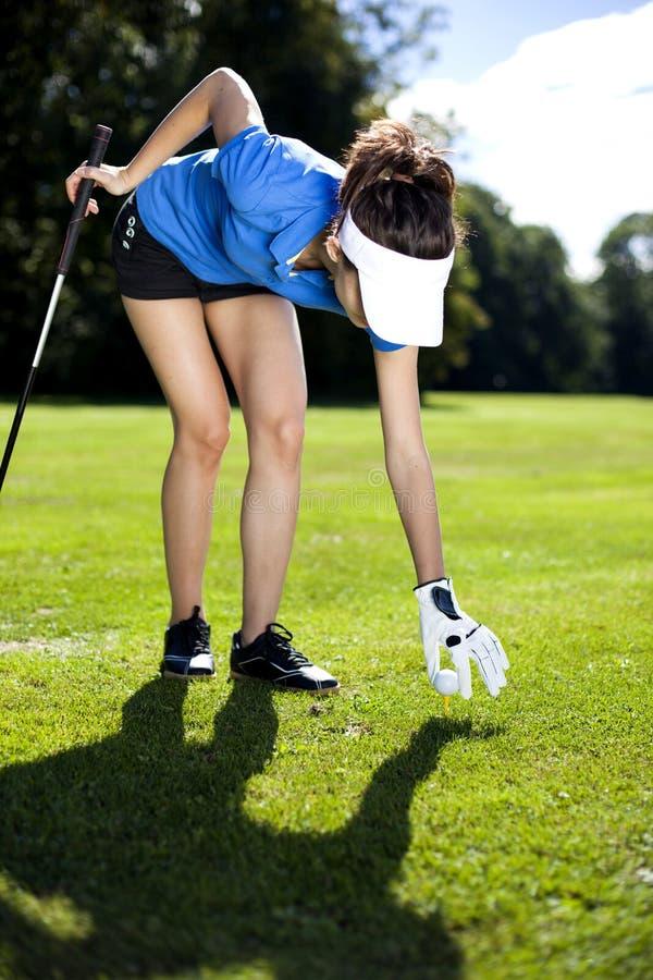 Καθορισμένη σφαίρα γκολφ στοκ εικόνα