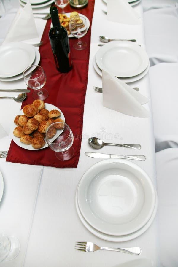 καθορισμένος επιτραπέζι&o στοκ εικόνα με δικαίωμα ελεύθερης χρήσης