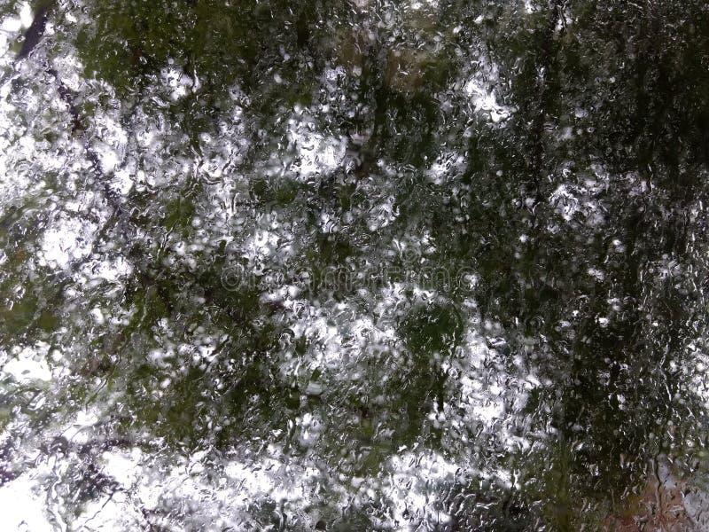 Καθρέφτης και βροχή στοκ εικόνα με δικαίωμα ελεύθερης χρήσης