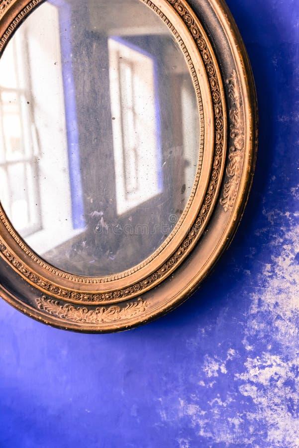 καθρέφτης παλαιός στοκ εικόνες με δικαίωμα ελεύθερης χρήσης