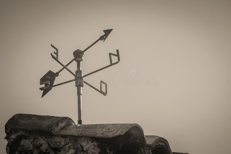 Καιρικό Vane στη στέγη στοκ φωτογραφία με δικαίωμα ελεύθερης χρήσης