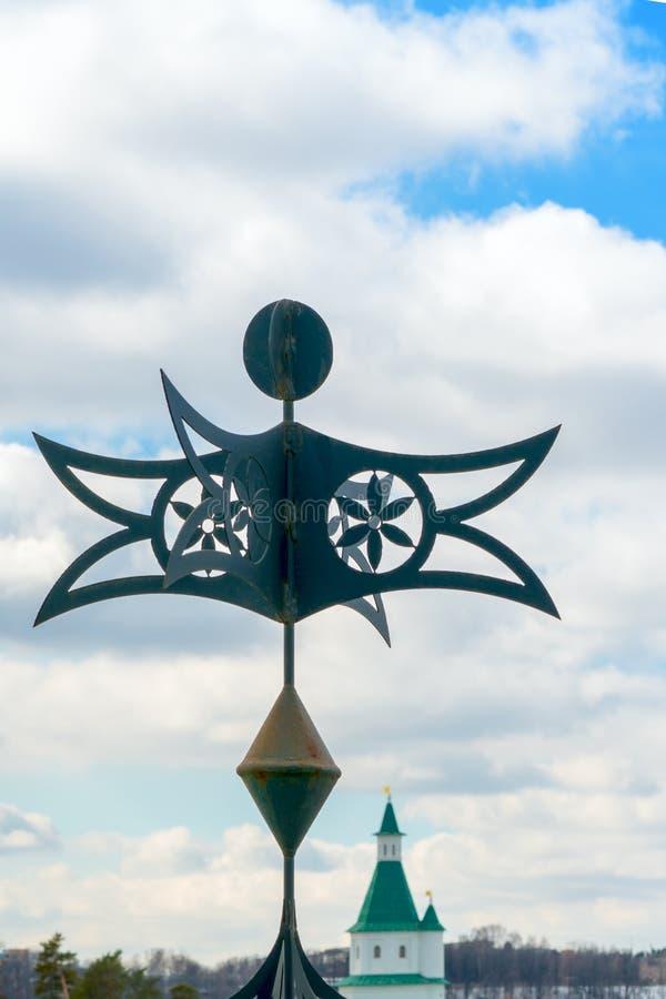 Καιρικό vane στον πύργο της Ορθόδοξης Εκκλησίας στοκ εικόνα