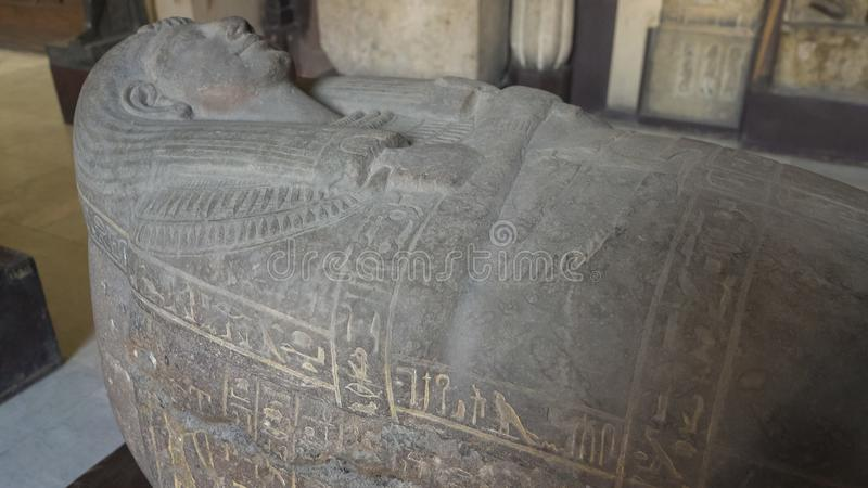ΚΑΙΡΟ, ΑΙΓΥΠΤΟΣ 26 ΣΕΠΤΕΜΒΡΙΟΥ, 2016: πυροβοληθείς μιας αιγυπτιακής Σαρκοφάγου πετρών στο Κάιρο στοκ εικόνες με δικαίωμα ελεύθερης χρήσης