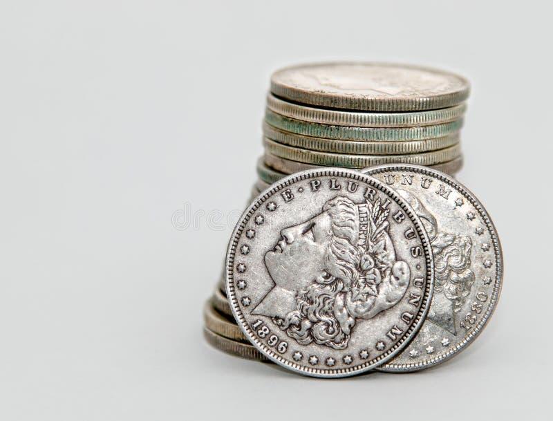 1896 και 1880 νομίσματα δολαρίων του Morgan στοκ φωτογραφίες με δικαίωμα ελεύθερης χρήσης