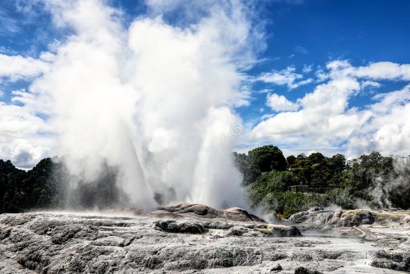 Και τα geyser χτυπήματα στοκ εικόνα με δικαίωμα ελεύθερης χρήσης