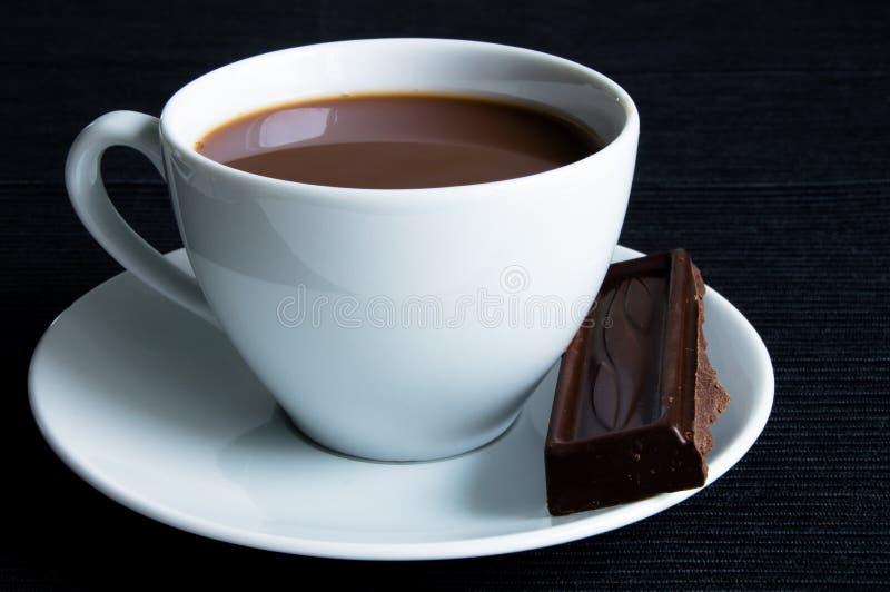 Κακάο με τις σοκολάτες στοκ φωτογραφίες