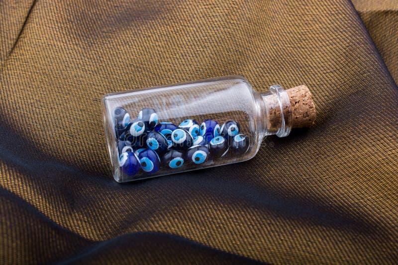 Κακή χάντρα ματιών στο μπουκάλι ως αναμνηστικό στοκ εικόνα με δικαίωμα ελεύθερης χρήσης