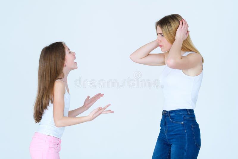 Κακή parenting κραυγή κοριτσιών προβλήματος ξεσπάσματος παιδιών στοκ φωτογραφίες