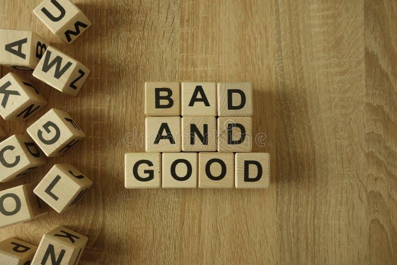 Κακό και καλό κείμενο από τους ξύλινους φραγμούς στοκ εικόνα με δικαίωμα ελεύθερης χρήσης
