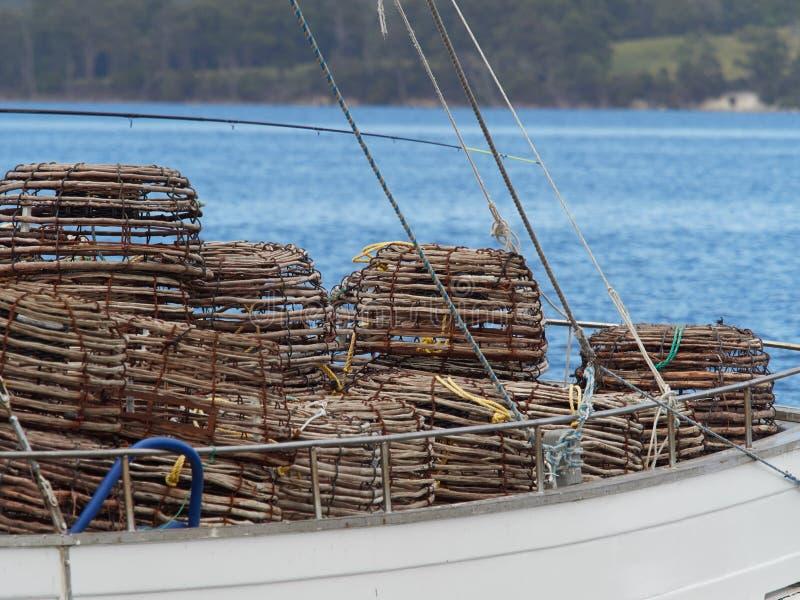 Καλάθια αστακού στο κατάστρωμα ενός σκάφους στοκ εικόνα με δικαίωμα ελεύθερης χρήσης