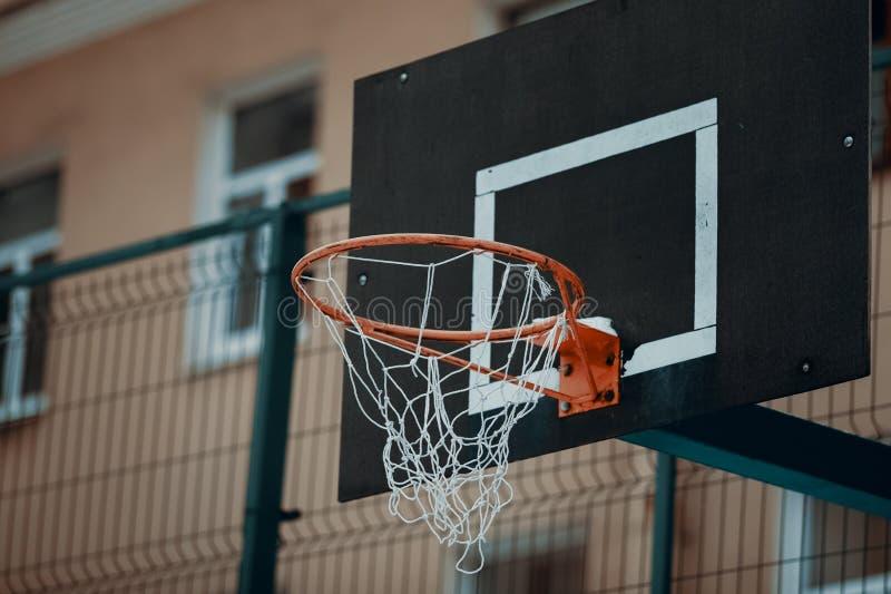 Καλάθι καλαθοσφαίρισης στην πόλη στοκ εικόνες με δικαίωμα ελεύθερης χρήσης