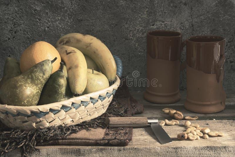 Καλάθι φρούτων στοκ εικόνες
