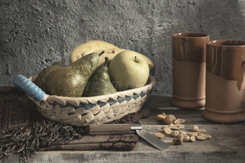 Καλάθι φρούτων στοκ εικόνες με δικαίωμα ελεύθερης χρήσης