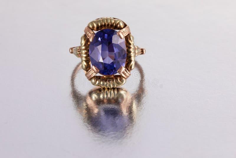 Καλά φορεμένο χρυσό δαχτυλίδι στοκ φωτογραφία με δικαίωμα ελεύθερης χρήσης