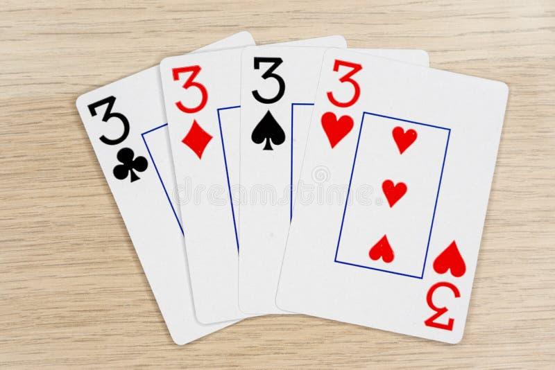 4 καλά threes 3 - κάρτες πόκερ παιχνιδιού χαρτοπαικτικών λεσχών στοκ φωτογραφία