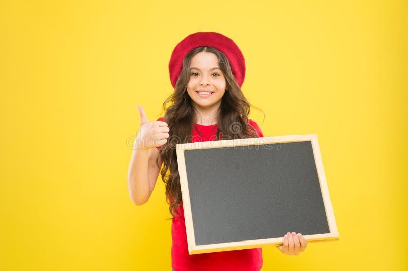 Καλές ειδήσεις μόνο Σχολικές πληροφορίες Πληροφόρηση σας Πίνακας πληροφοριών promo παιδιών Θέση για τις πληροφορίες Κενό λαβής κο στοκ φωτογραφία με δικαίωμα ελεύθερης χρήσης