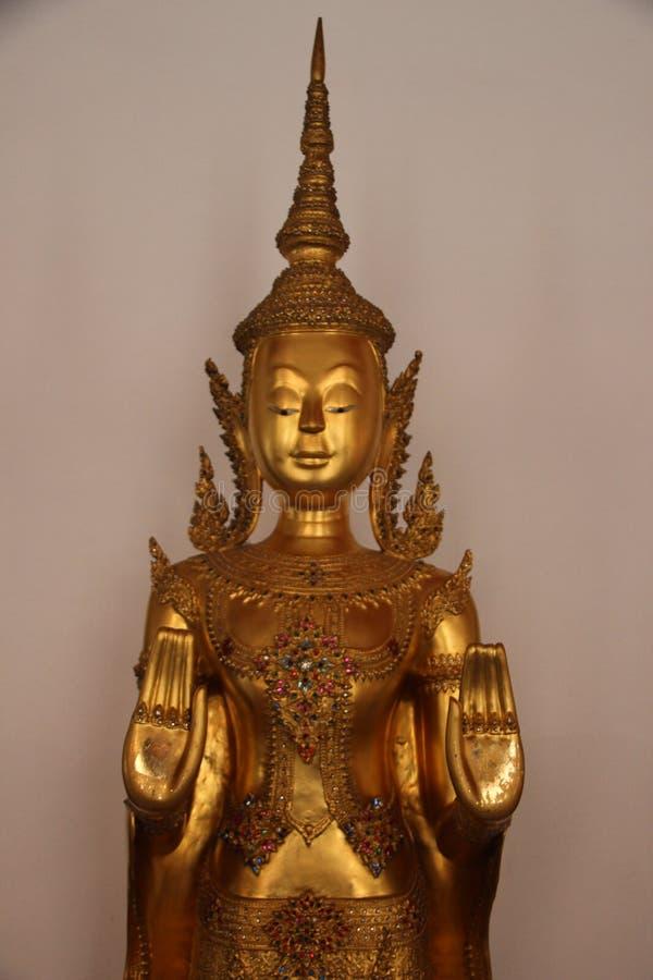 Καλές Τέχνες ο χρυσός Βούδας στο βουδιστικό ναό στοκ εικόνα με δικαίωμα ελεύθερης χρήσης