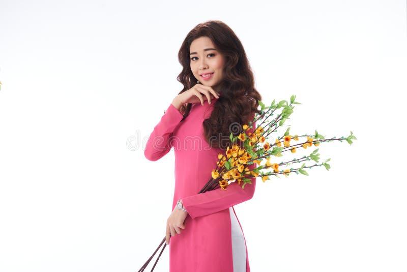 Καλή χαμογελώντας βιετναμέζικη γυναίκα στοκ φωτογραφία με δικαίωμα ελεύθερης χρήσης