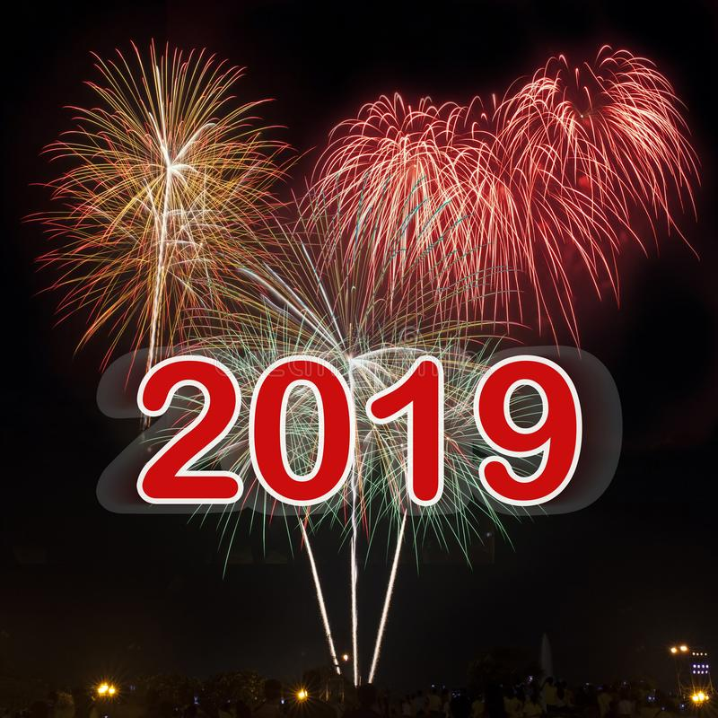 Καλή χρονιά 2019 με το ζωηρόχρωμο υπόβαθρο πυροτεχνημάτων διανυσματική απεικόνιση