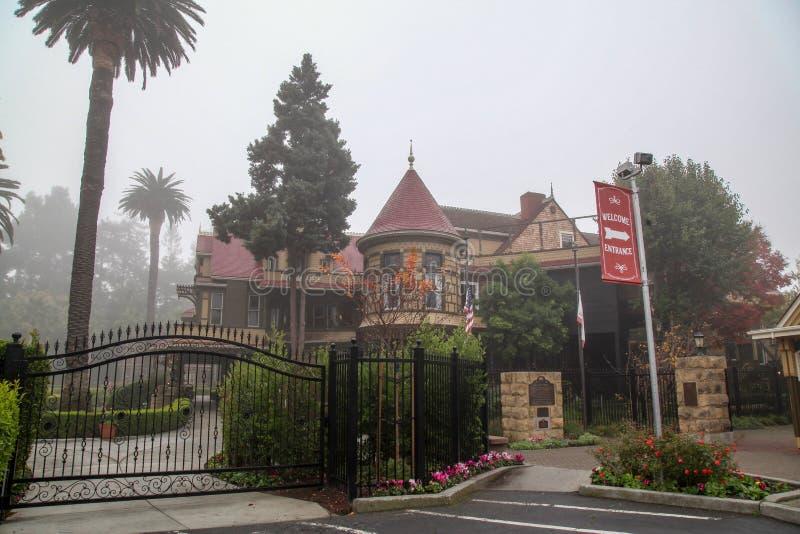 Καλιφόρνια, 12,2018 ΗΠΑ-Δεκεμβρίου: Έξω από το Winchester το σπίτι είναι σπίτι φαντασμάτων διασημότερο σε Καλιφόρνια, ΗΠΑ στοκ φωτογραφίες με δικαίωμα ελεύθερης χρήσης