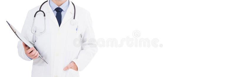 Καλλιεργημένος αρσενικός γιατρός πορτρέτου που απομονώνεται στο άσπρο υπόβαθρο, διάστημα αντιγράφων στοκ εικόνα με δικαίωμα ελεύθερης χρήσης