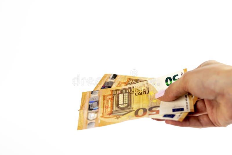 Καλλιεργημένος πυροβολισμός ενός unrecognizable χεριού γυναικών που κρατά το ευρο- τραπεζογραμμάτιο στοκ φωτογραφία με δικαίωμα ελεύθερης χρήσης