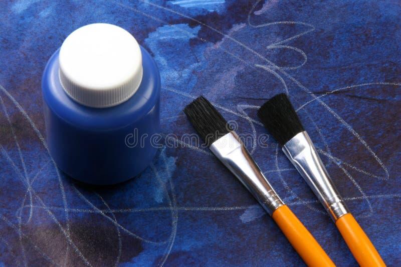 καλλιτεχνικά κατσίκια εκφράσεων ανασκόπησης μπλε στοκ εικόνα