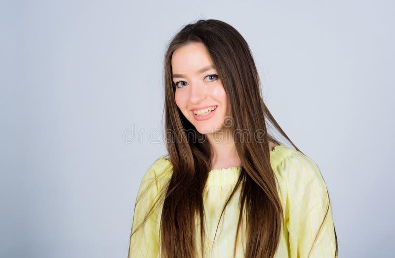 Καλλυντικά Skincare και makeup πρότυπο πορτρέτο μόδας r happy sensual woman όμορφη γυναίκα με το brunette στοκ φωτογραφία