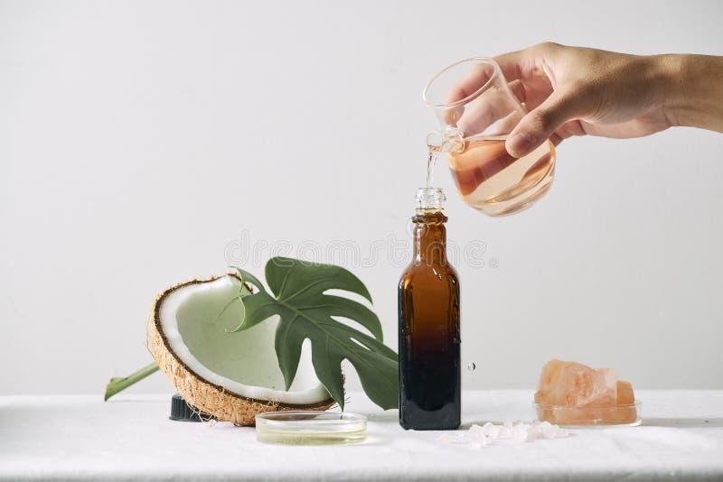 Καλλυντική φύση skincare και ουσιαστικό πετρέλαιο aromatherapy οργανικό προϊόν ομορφιάς φυσικής επιστήμης βοτανική εναλλακτική ια στοκ εικόνα