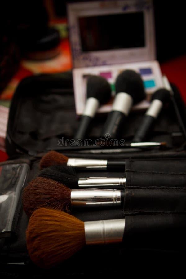 Download καλλυντικό βουρτσών στοκ εικόνα. εικόνα από μαύρα, προσοχή - 13185735