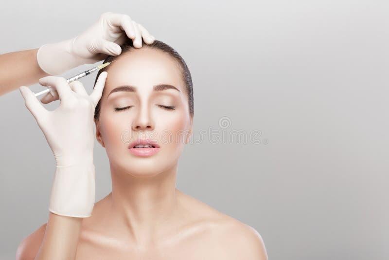 Καλλυντικό εγχθμένος στο κεφάλι γυναικών ` s στοκ εικόνα