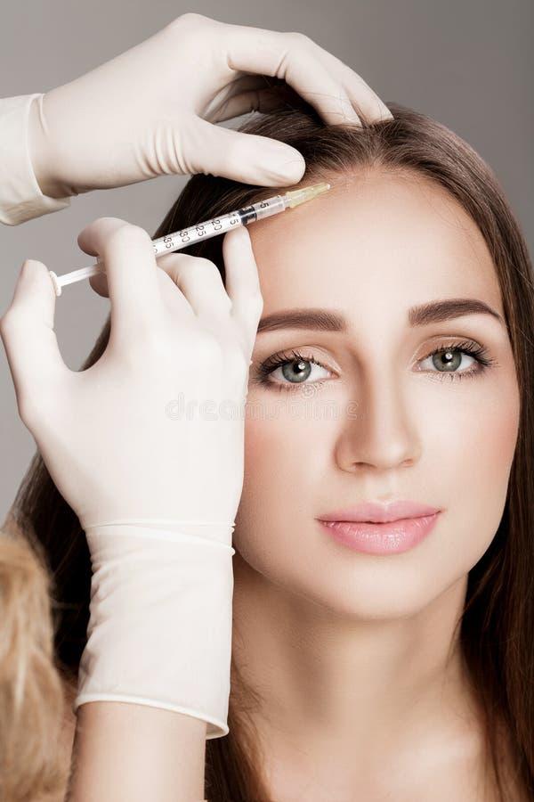 Καλλυντικό εγχθμένος στο κεφάλι γυναικών ` s στοκ εικόνα με δικαίωμα ελεύθερης χρήσης