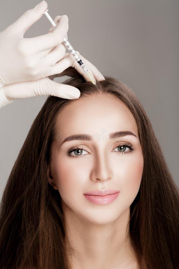 Καλλυντικό εγχθμένος στο κεφάλι γυναικών ` s στοκ εικόνες με δικαίωμα ελεύθερης χρήσης