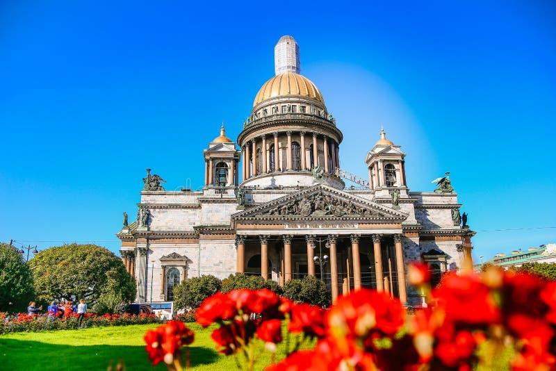Καλοκαίρι άποψης καθεδρικών ναών του ST Isaac ` s στοκ φωτογραφία